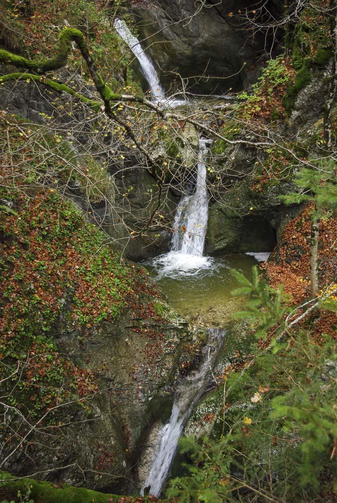 petite cascade du ruisseau Arnon