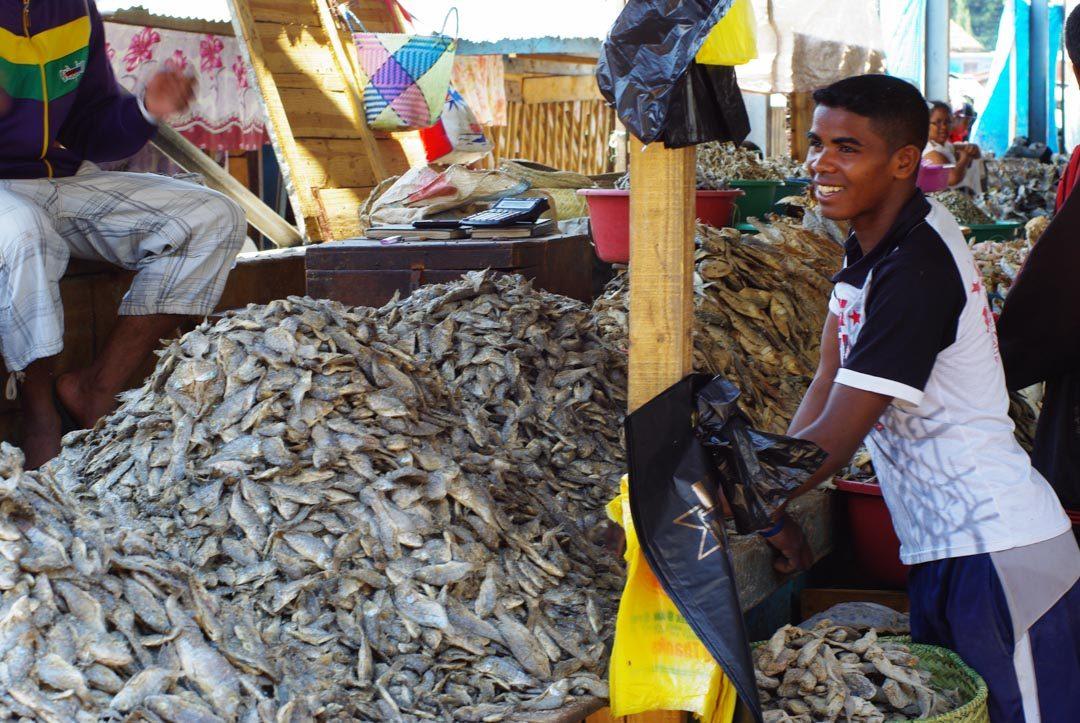 Marchand de Poisson - Marché de Satbosy à Antsirabe