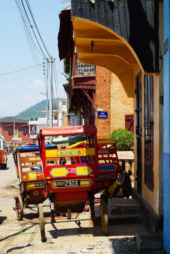Pousse-pousse dans les rues d'Antsirabe - Madagascar
