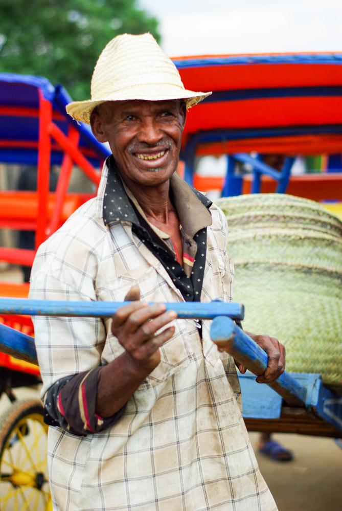 Un conducteur de Pousse-Pousse à Madagascar