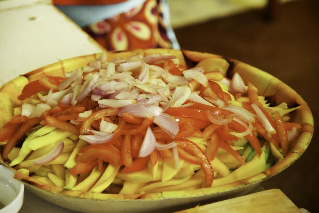 Préparation de la salade de mangue