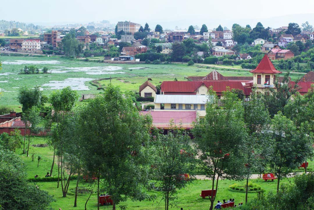 vue sur les thermes d'Antsirabe et le lac rano-maimbo