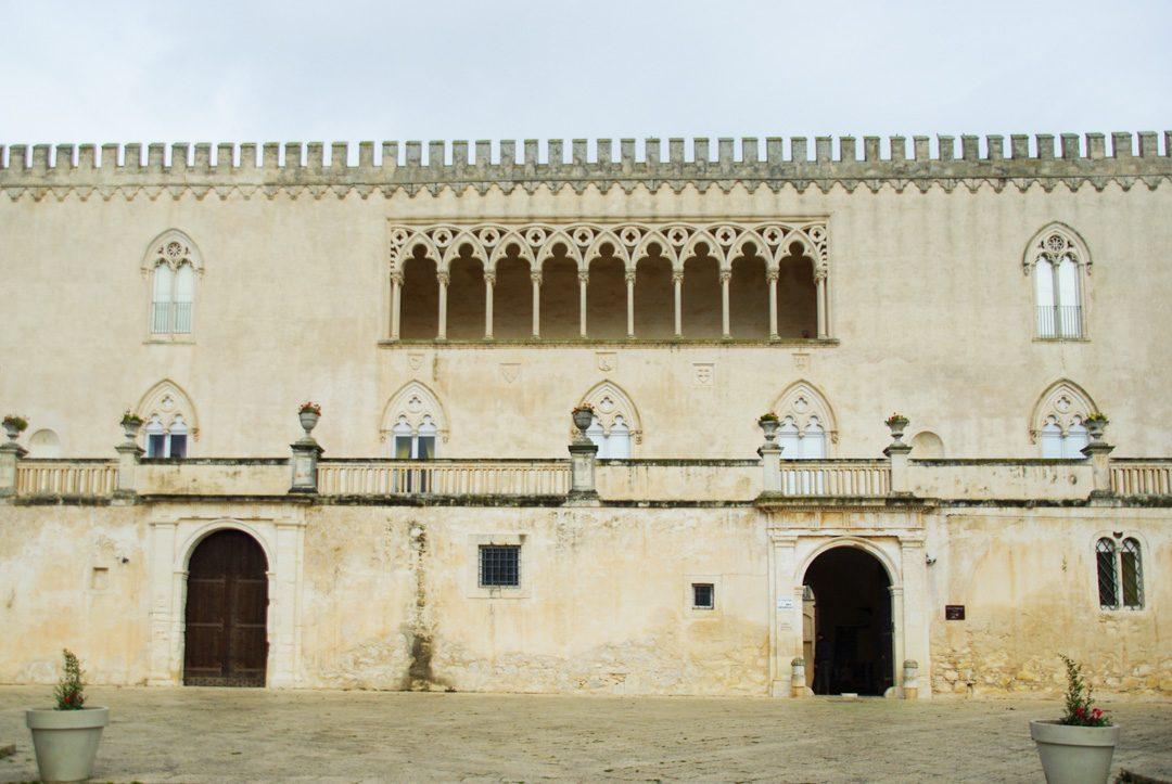 Facade du château de Donnafugata dans les environs de Raguse en Sicile