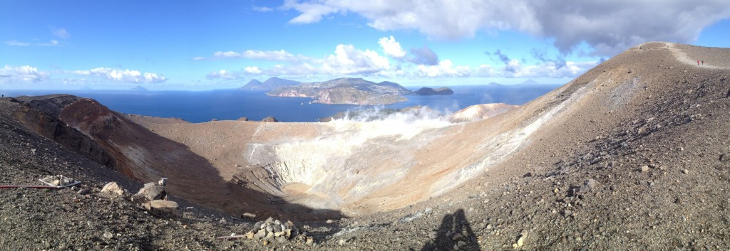 Panorama sur le cratère de Vulcano et les iles éoliennes
