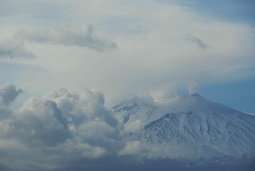 Vue sur l'Etna en éuption depuis Taormina
