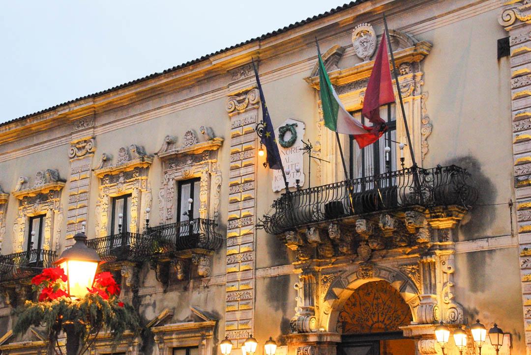 Palazzo di Citta et ses balcons en fer forgé - Acireale