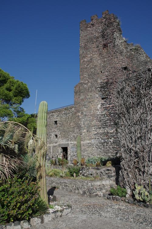 Château de lave d'Aci Castello