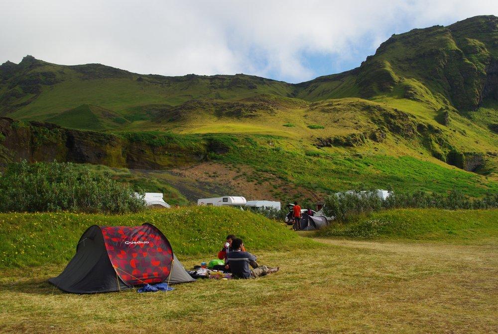 Petit déjeuner devant la tente au camping de Vik - Islande
