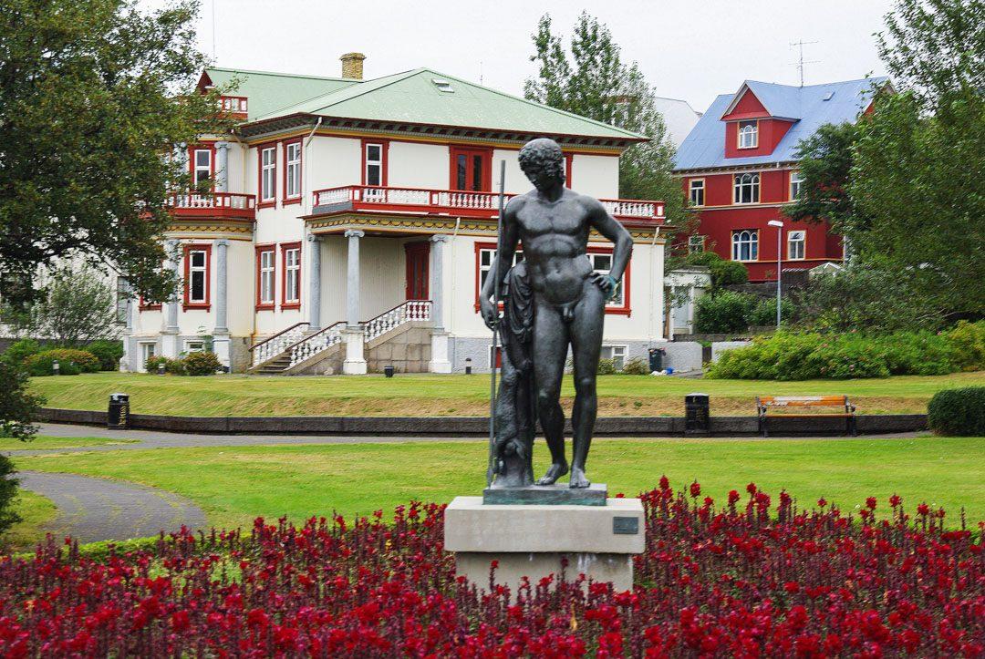 pres du lac dans le centr ede Reykjavik