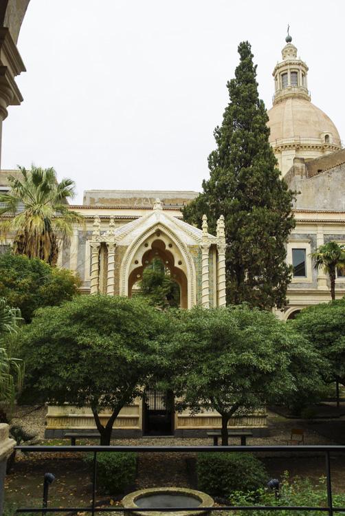 Cloitre du monastere de Catane