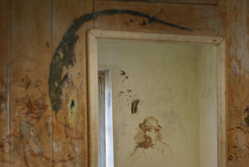 intérieur de l'auberge ganne - esquisse sur les murs