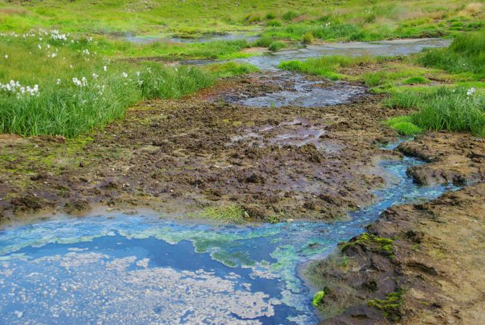 rivière chaude en islande