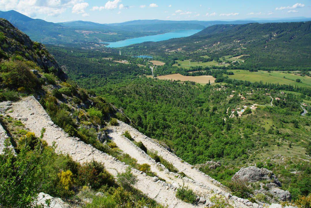 La voie romaine et la vue sur le lac de Sainte Croix