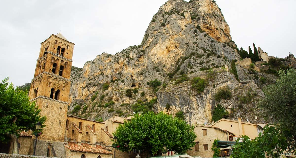 Moustiers-Sainte-Marie : un des plus beaux villages de France au coeur du Verdon