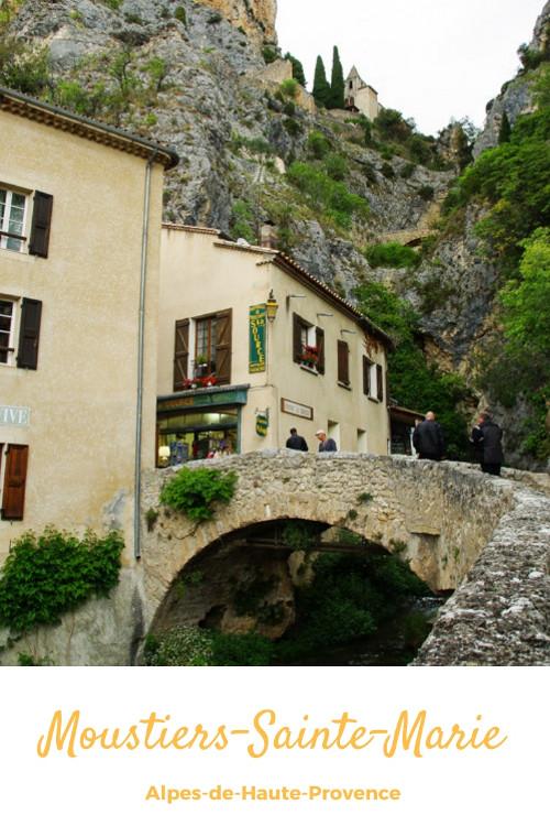 Que voir à Moustiers-Sainte-Marie et dans ses environs ? Un des plus beaux villages de France au coeur du Verdon