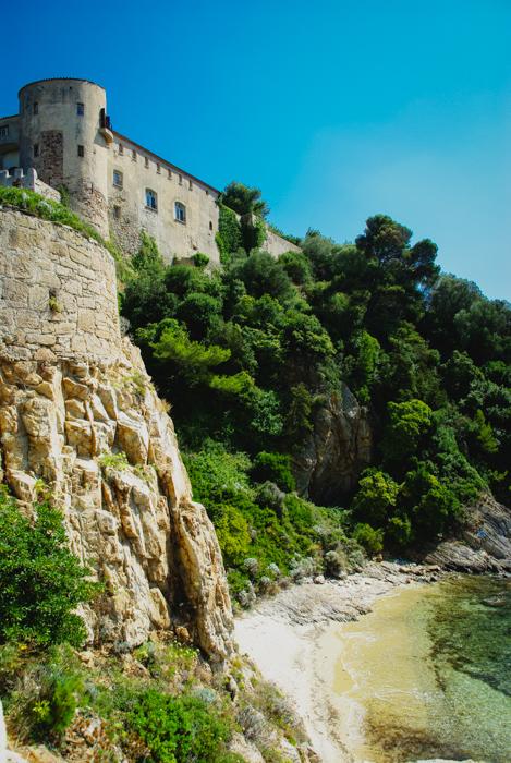 Le fort de Brégançon et la crique présidentielle