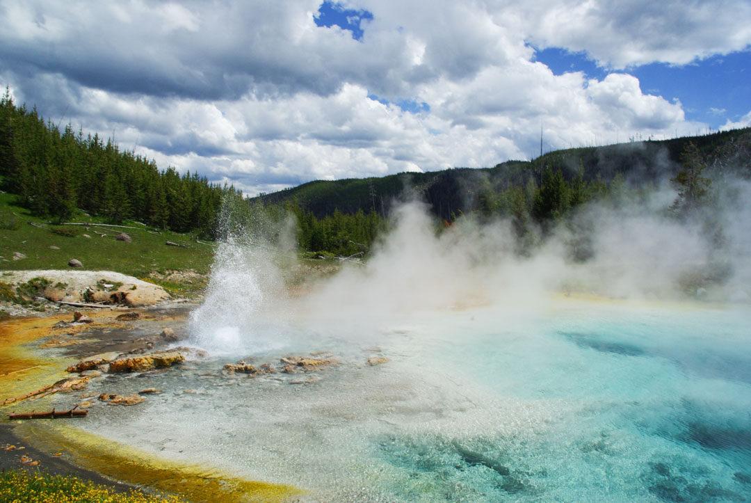 Imperial Geyser, un geyser en pleine nature à Yellowstone