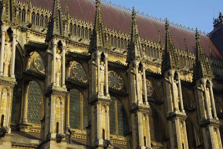 détail des façades extérieures de la cathédrale de Reims