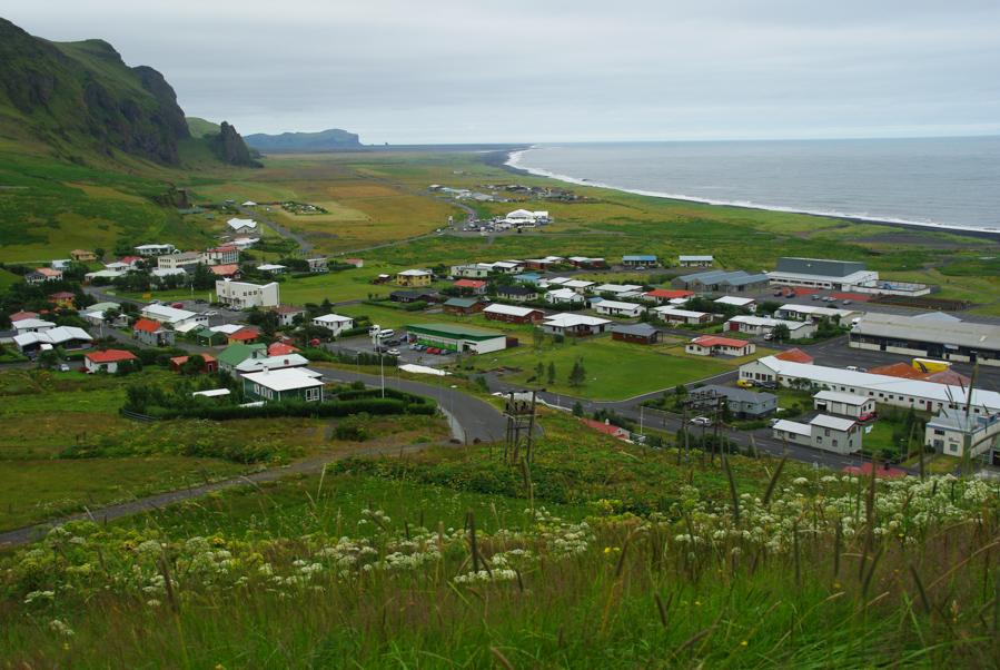 panorama sur la ville de vik en Islande