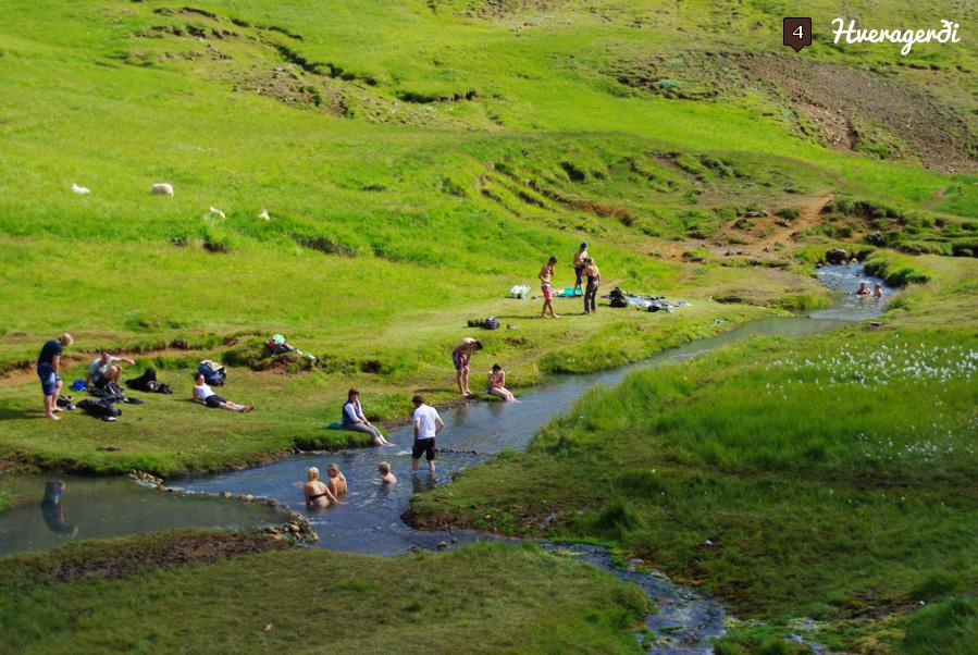 baignade dans la riviere chaude à Hveragerdi