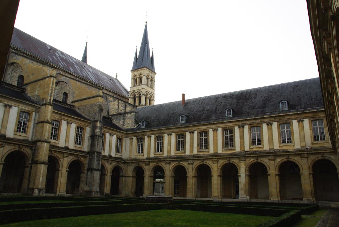 cloitre du musée saint rémi à Reims