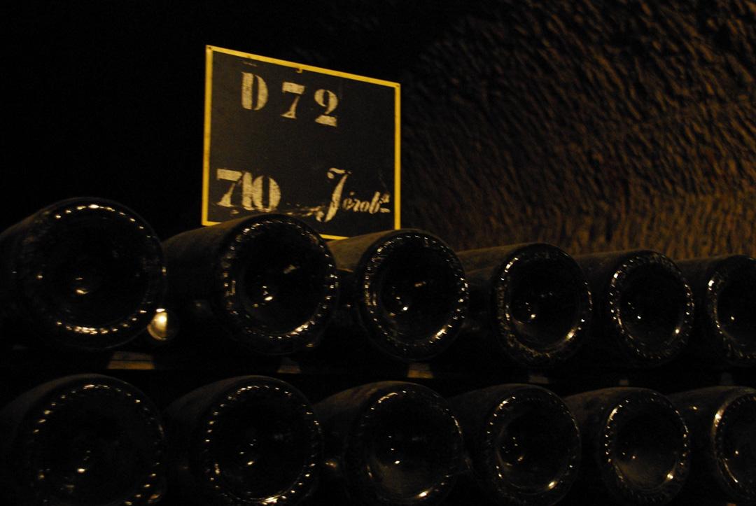 bouteilles de champagne dans les caves