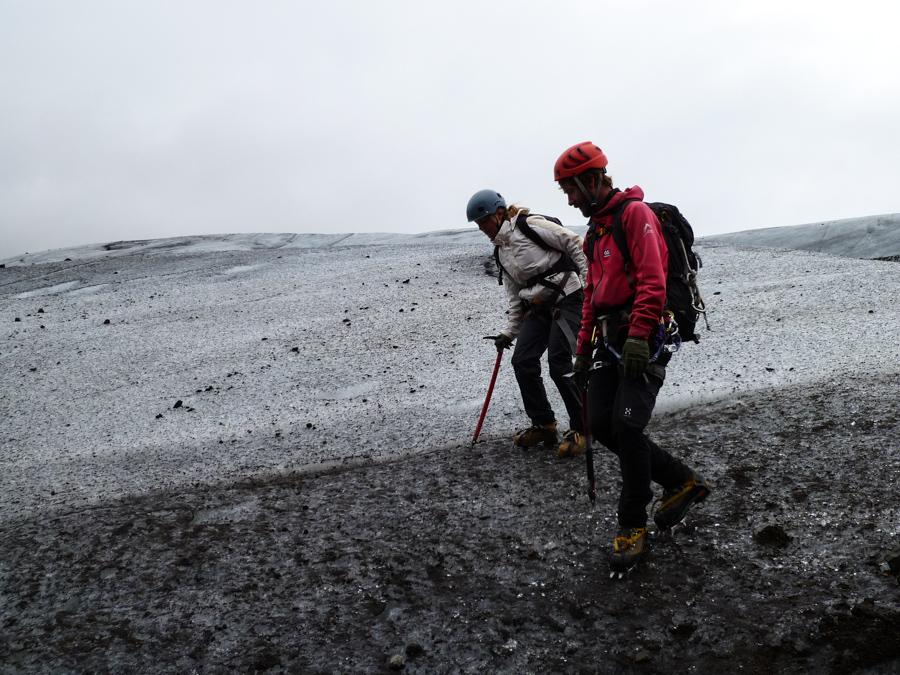 apprentissage de la marche sur glacier Svinafellsjokull en Islande