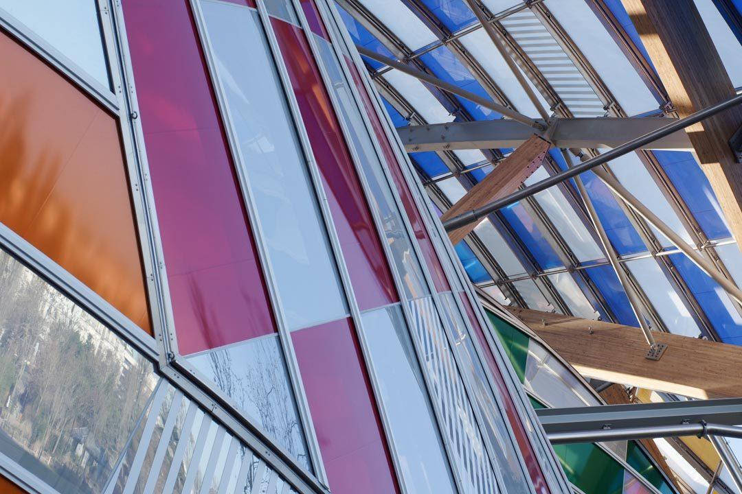 L'Observatoire de la Lumière par Daniel Buren sur la Fondation Louis Vuitton