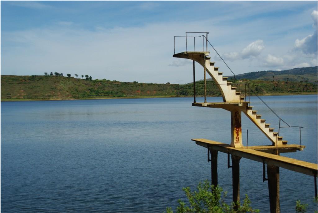 Un plongeoir abandonné sur les rives du lac Andraikiba - Madagascar