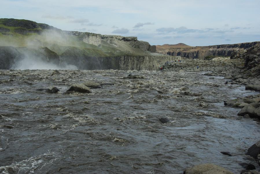 La cascade de Dettifoss vue de derrière