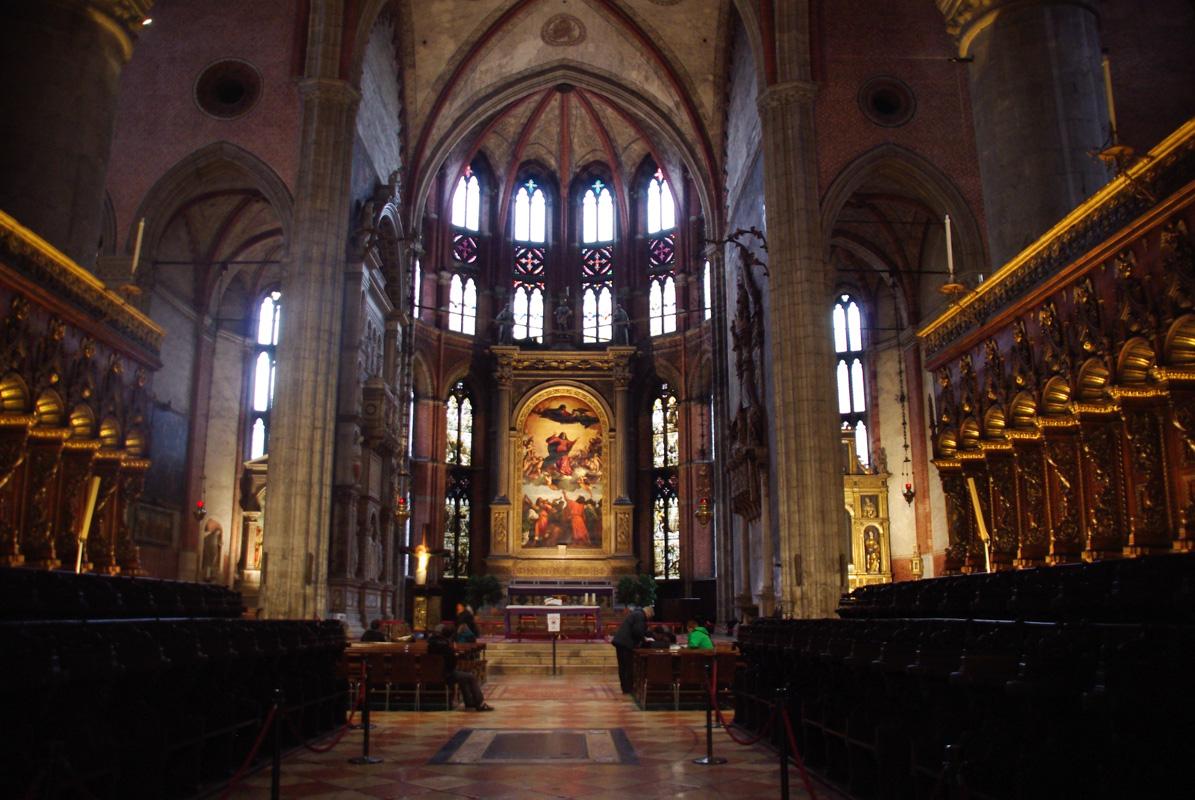 intérieur de l'église I Frari de Venise
