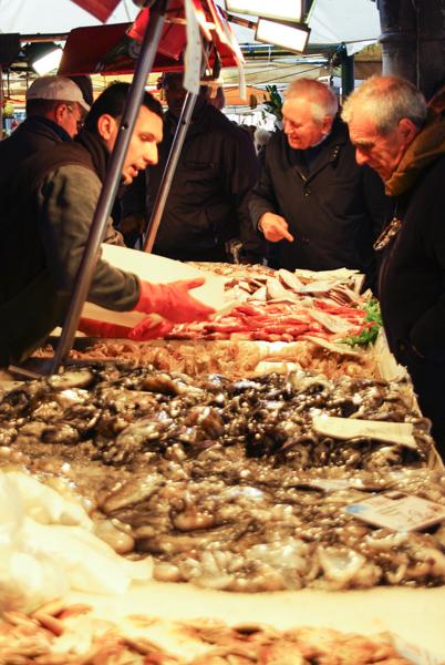 Marché de poisson du Rialto à Venise