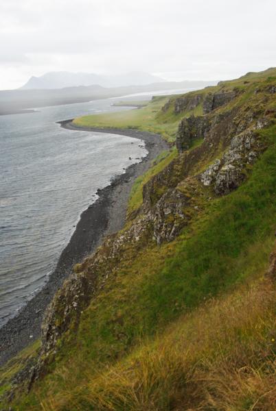 la côte escarpée de la péninsule de Vatnsnes