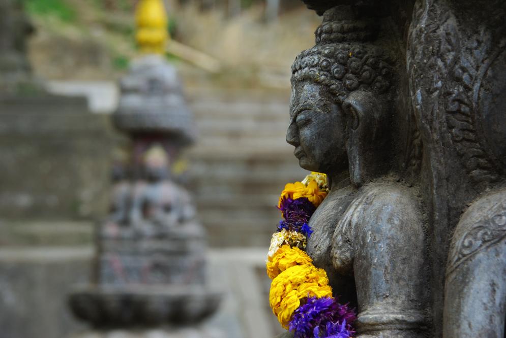 détail d'un bouddha de Swayambunath à Katmandou