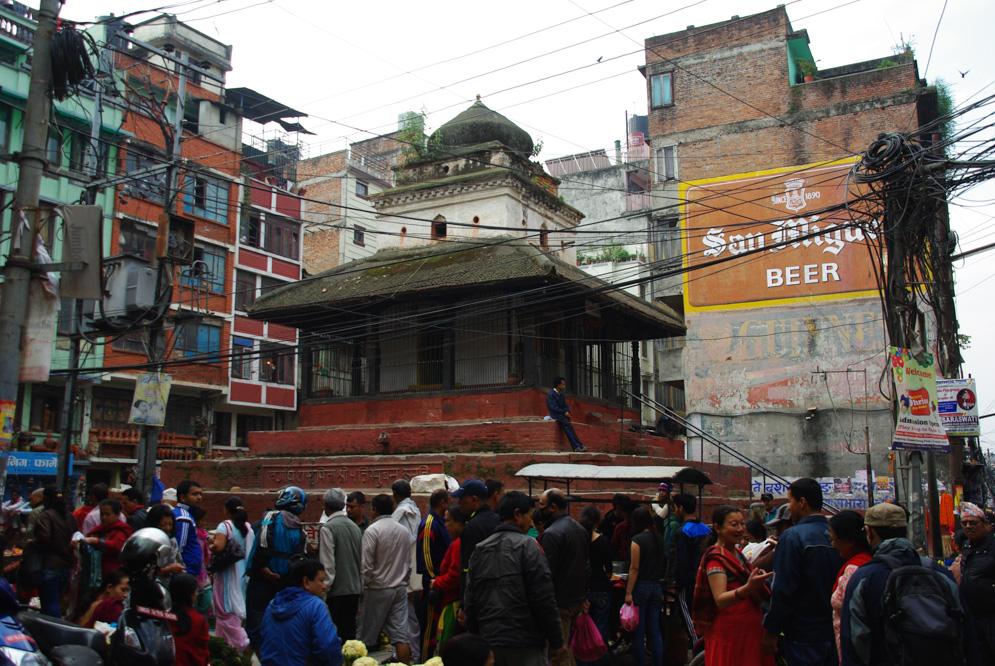 dans les rues animées de Katmandou