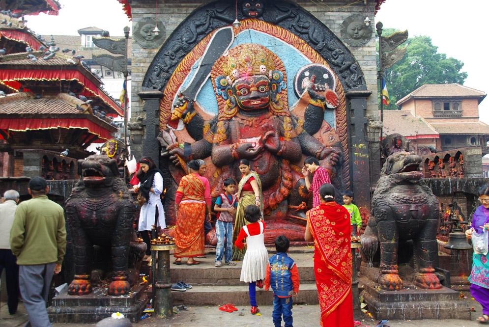 représentation de Kali, la déesse de la destruction, sur la place Durbar Square de Katmandou