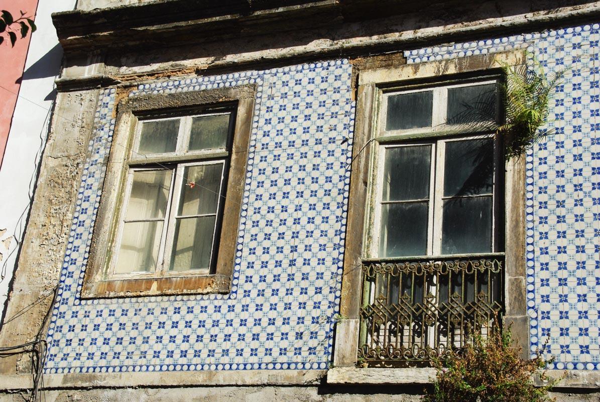 immeuble recouvert d'azulejos