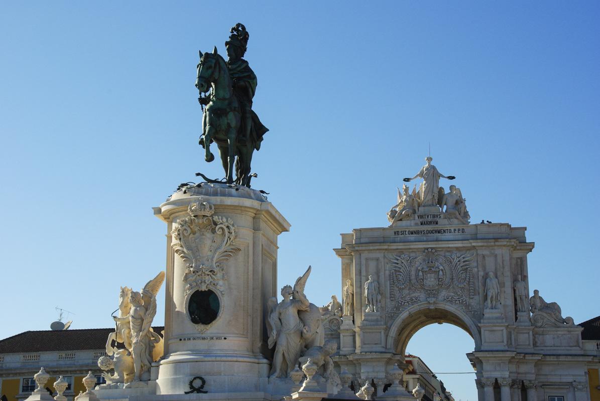 statue du roi josé 1° au milieu de la praca do commercio