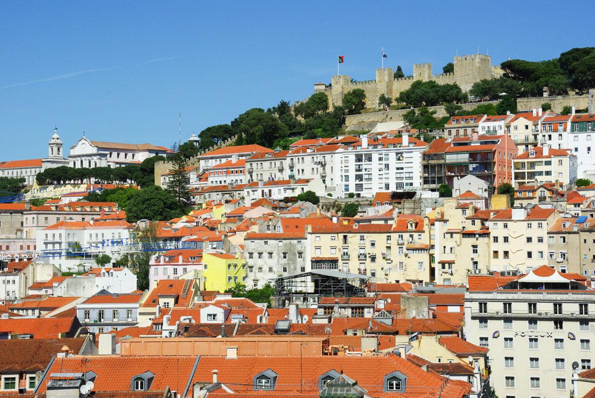 vue sur le castelo san jorge depuis l'elevador santa justa