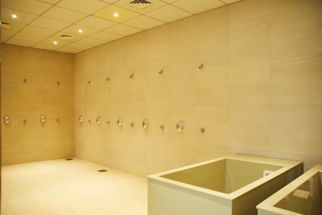 les douches du vestiaire du stade de france