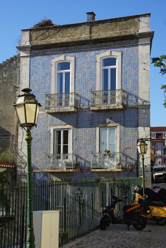 une rue dans le quartier de Bairro Alto