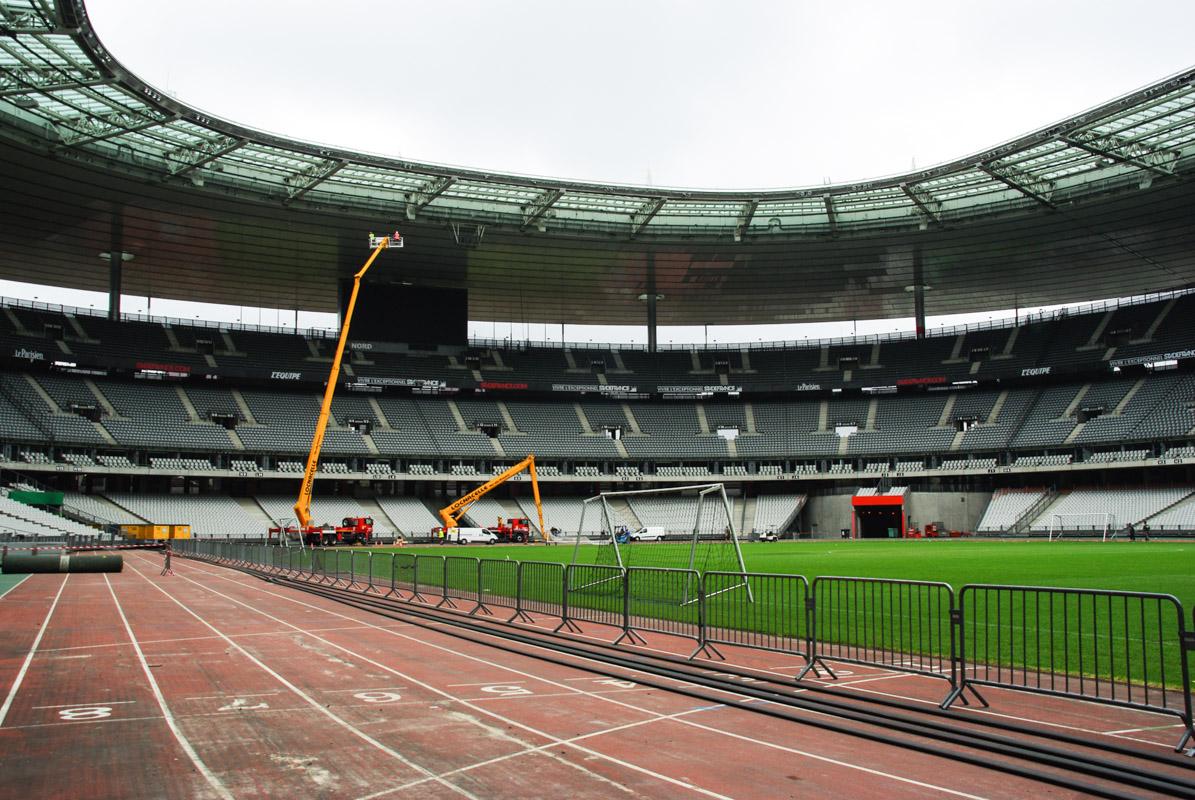 Stade de France - travaux de préparatoin pour la psite d'athlétisme