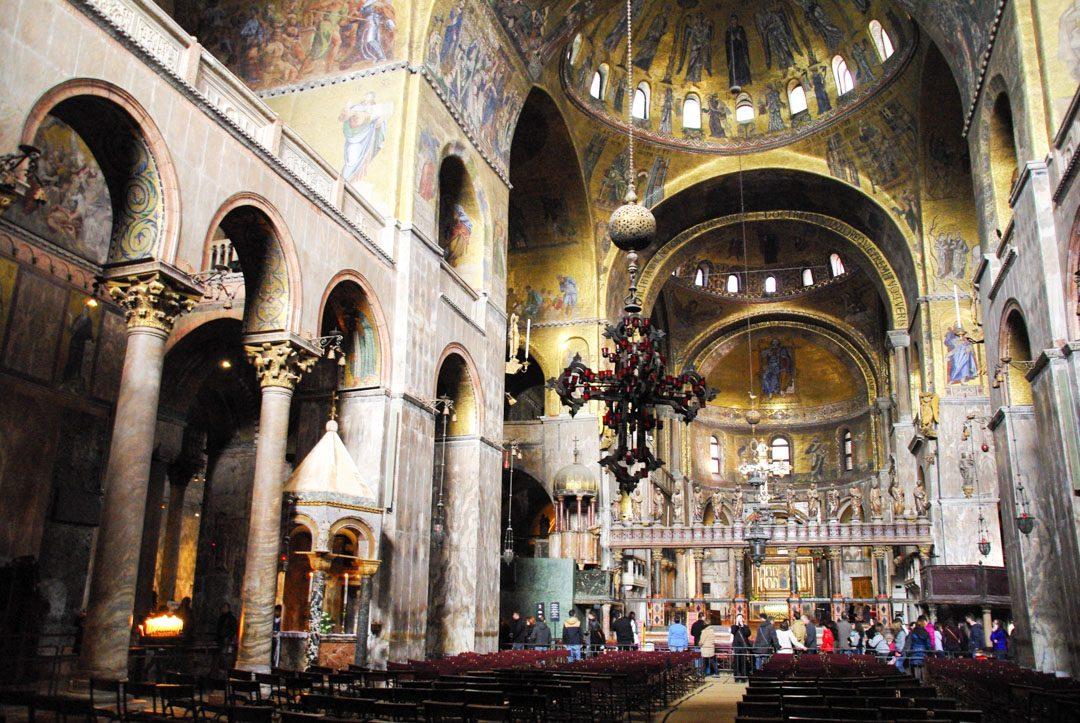 intérieur de la basilique saint marc