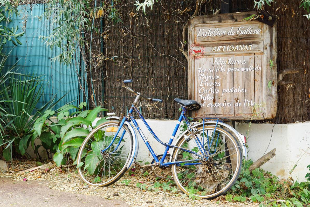 le vélo, l'autre moyen pour découvrir l'île de porquerolles