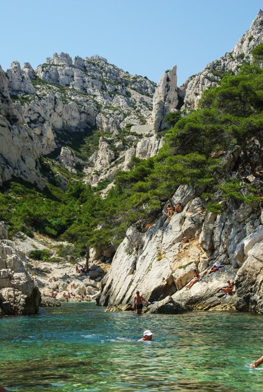 baignade dans calanque de Sugiton près de Marseille