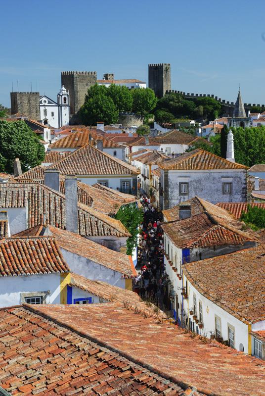 La rue principale d'Óbidos vue de haut