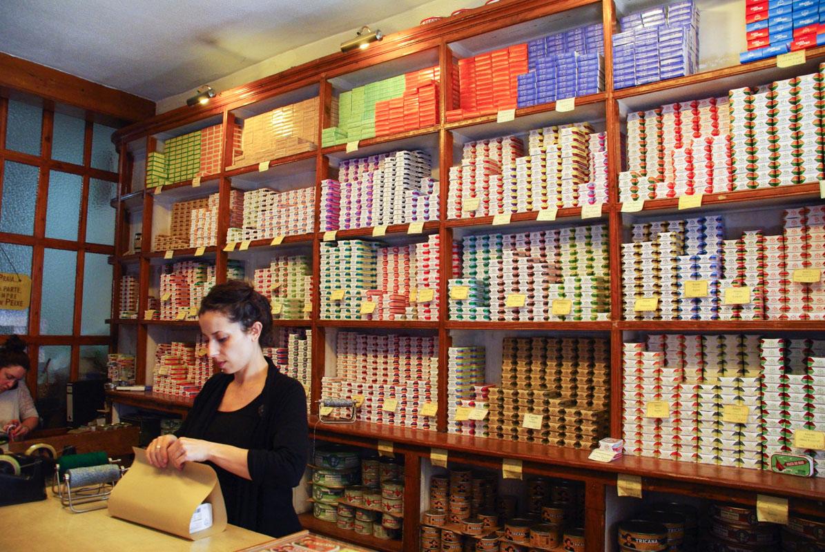 interieur de la boutique de la conserverie de Lisbonne