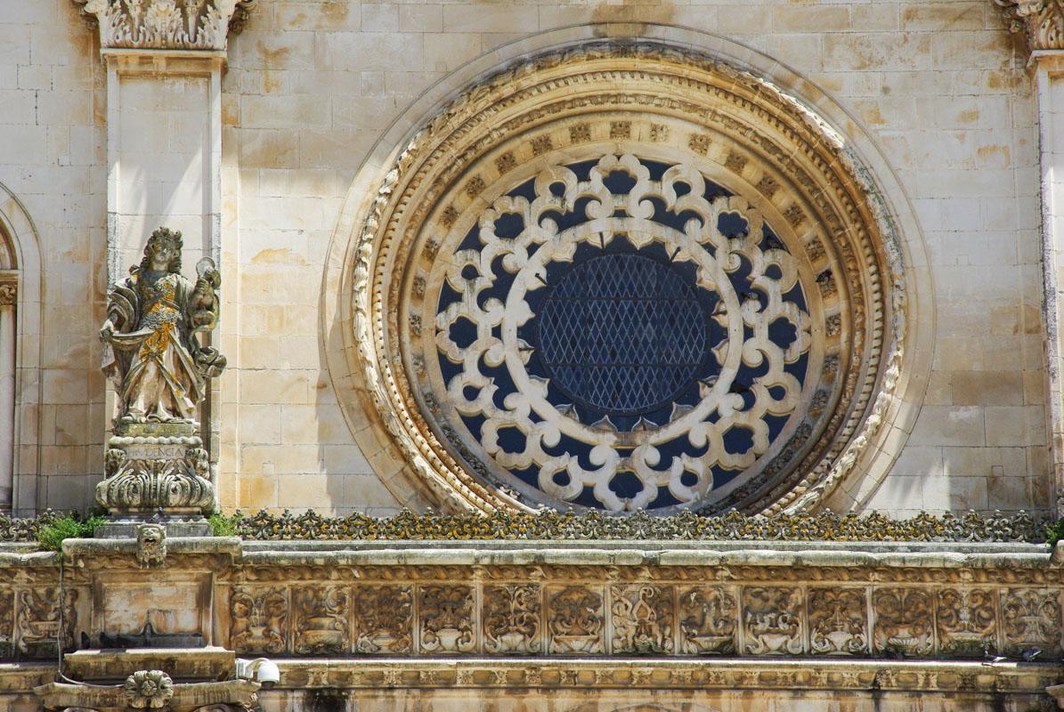 Rosace de la façade du monastère d'Alcobaça