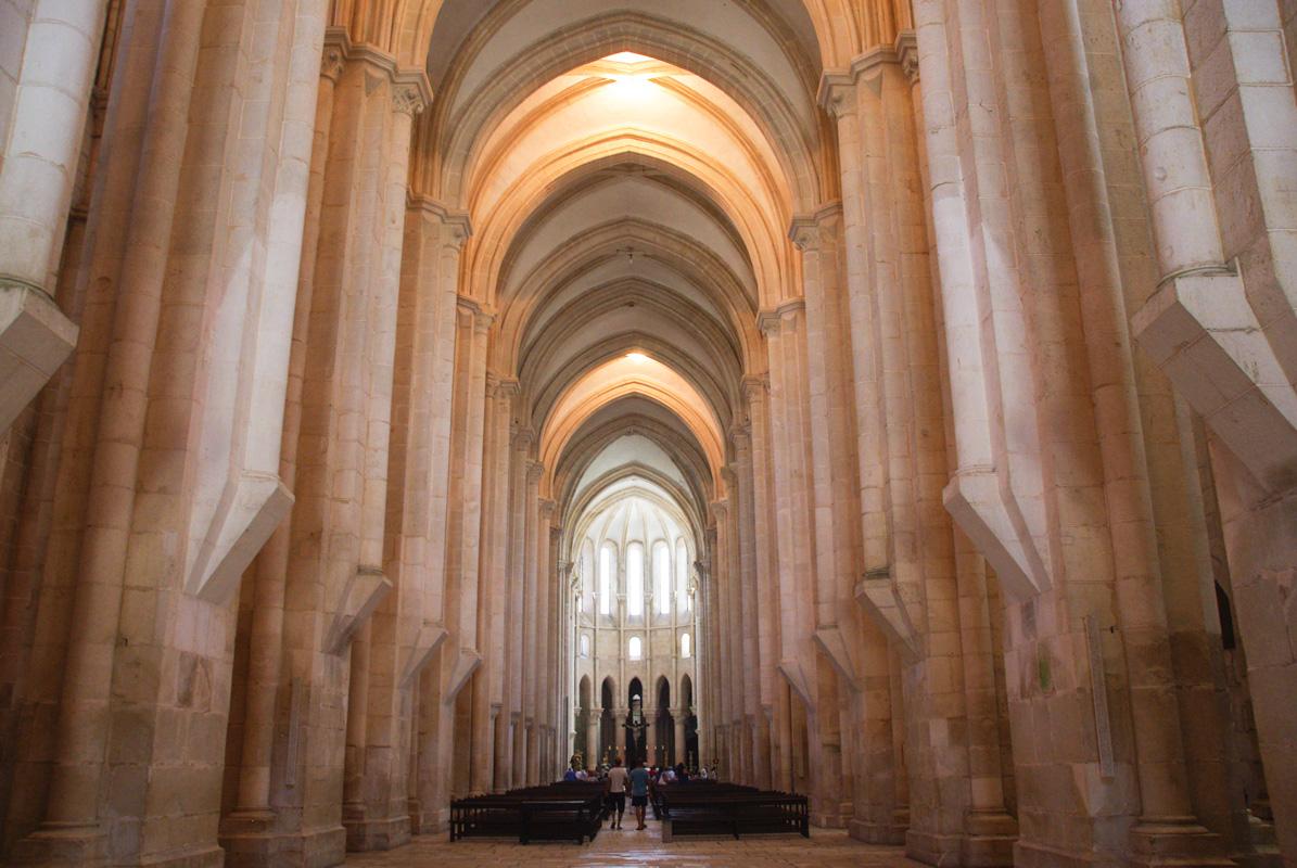 Nef dépouillé du monastère d'Alcobaça