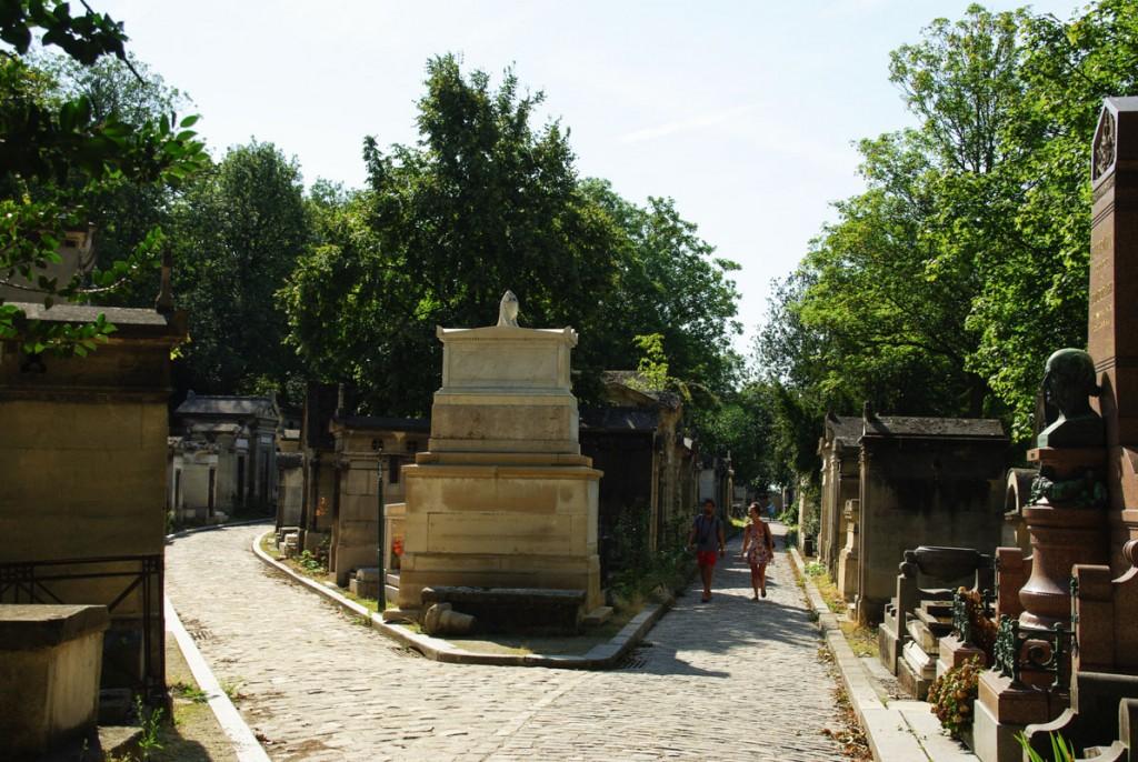 allée du cimetière du Père Lachaise - Paris